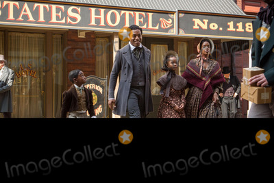 Kelsey Scott Photo - 12 YEARS A SLAVE (2013) CHIWETEL EJIOFOR QUVENZHANE WALLIS KELSEY SCOTT STEVE MCQUEEN (DIR) MOVIESTORE COLLECTION LTDCredit Moviestore Collectionface to face- Editorial use only -