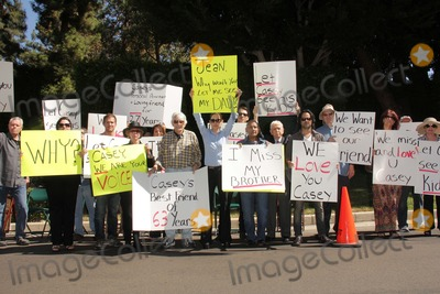Jason Thomas Photo - Detective Ted Ball Wafa Kanan Josh Summers Eilene Olsen Charles Olsen Kerri Kasem Jesse Kove Mouner Kasem Don Bustany Jason Thomas Gordon Rana Makaremat a protest involving Casey Kasems children brother and friends who want to see him but have been denied any contact  Private Location Holmby Hills CA 10-01-13