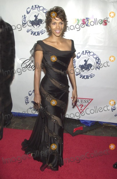 Halle Berry Photo - Halle Berry at the 15th Carousel of Hope Ball to benefit the Barbara Davis center for Childhood Diabetes Beverly Hilton Beverly Hills CA 10-15-02