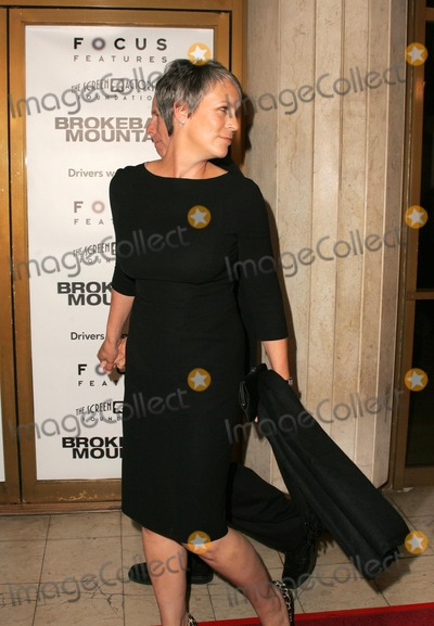 Jamie Lee Curtis Photo - Jamie Lee Curtis where you goingat the premiere of Brokeback Mountain Mann National Theatre Westwood CA 11-29-05