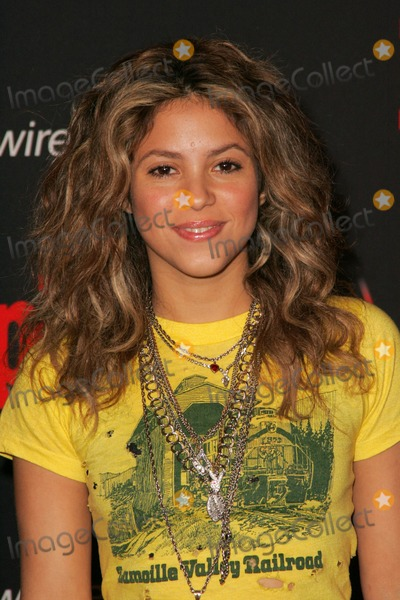 shakira biography essay Shakira is a highly popular award winning columbian pop singer and dancer  this biography of shakira provides detailed information about.