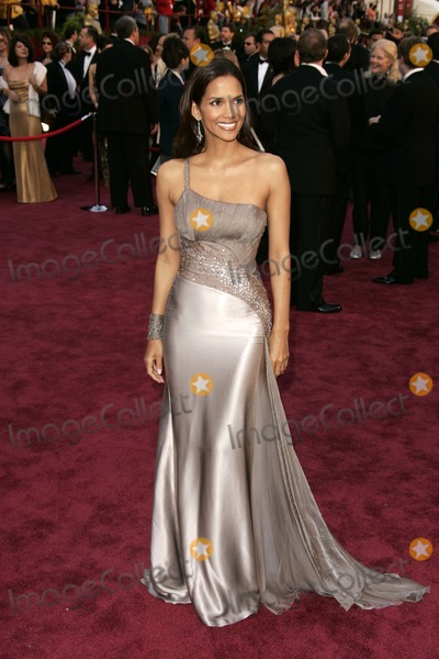 Halle Berry Photo - Halle Berry at the 77th Annual Academy Awards Kodak Theater Hollywood CA 02-27-05