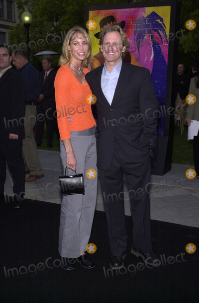 Jere Burns Photo -  Jere Burns and Kathleen Kinmont at the premiere of Paramounts Crocodile Dundee at Paramount Studios Hollywood 04-18-01