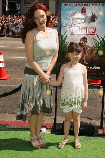 Stella Ritter Photo - Amy Yasbeck and Stella Ritterat the premiere of The Ant Bully Graumans Chinese Theatre Hollywood CA 07-23-06