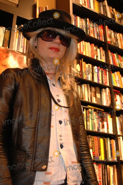 JT Leroy Photo - JT LeRoy at a reading of JT LeRoys new book Harolds End at Book Soup West Hollywood CA 11-07-04