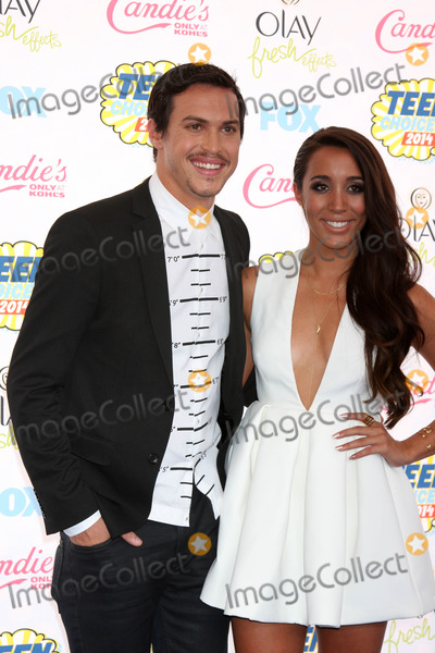 Alex Kinsey Photo - Alex Kinsey and Sierra Deatonat the 2014 Teen Choice Awards Arrivals Shrine Auditorium Los Angeles CA 08-10-14