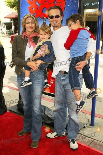 Liam Waite Photo - Natasha Henstridge Liam Waite and kids at the world