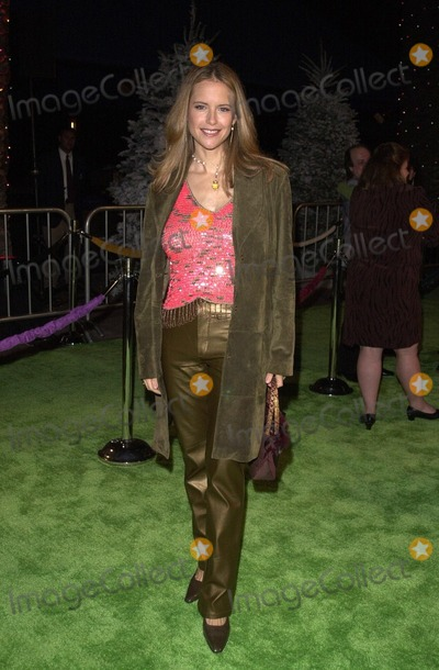 The Grinch Photo -  Kelly Preston at the premiere of Universals Dr Seuss How The Grinch Stole Christmas at Universal Studios 11-08-00