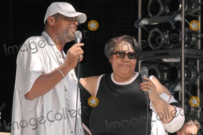 Ali-Ollie Woodson Photo - Ali Ollie Woodson and Aretha Franklin at the sound check rehearsal for Arethas concert at the Greek Theatre Los Angeles CA 09-17-04