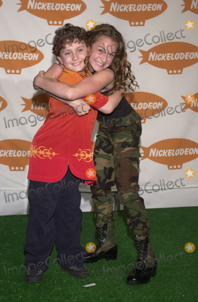 Daryl Sabara Photo -  DARYL SABARA and ALEXA VEGA of Spy Kids at Nickelodeons 14th Annual Kids Choice Awards Barker Hanger 04-21-01