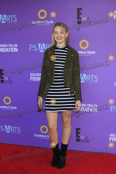 Sadie Calvano Photo - LOS ANGELES - NOV 15  Sadie Calvano at the Express Yourself 2015 presented by PS ARTS at the Barker Hanger on November 15 2015 in Santa Monica CA