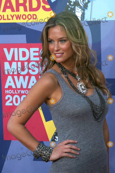 Bar Refaeli Photo - Bar Refaeli arriving at  the Video Music Awards on MTV at Paramount Studios in Los Angeles CA onSeptember 7 2008