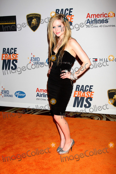 AVRIL LEVIGNE Photo - Avril Levignearrives at the 17th Race To Erase MS GalaCentury Plaze HotelCentury City CAMay 7 2010