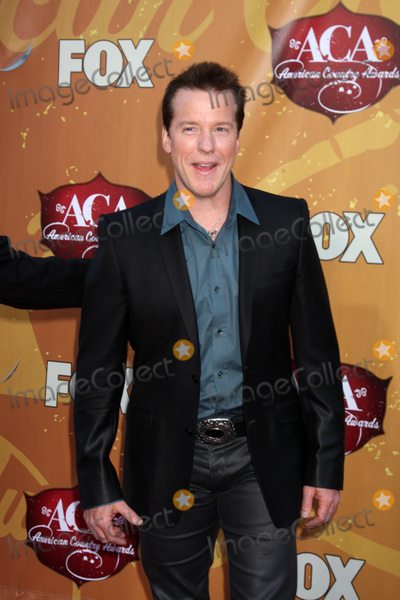 Jeff Dunham Photo - LOS ANGELES - DEC 6  Jeff Dunham arrives at the 2010 American Country Awards at MGM Grand Garden Arena on December 6 2010 in Las Vegas NV
