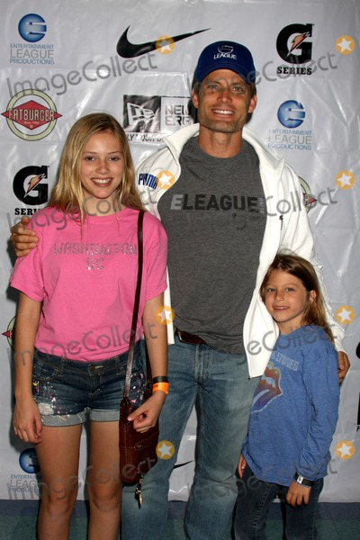 Casper Van Dien Photo - LOS ANGELES - MAY 1  Casper Van Dien children arriving at the 1st Annual Ball Up Celebrity Streetball Game at Cal State Northridges Matadome Stadium on May 1 2011 in Northridge CA