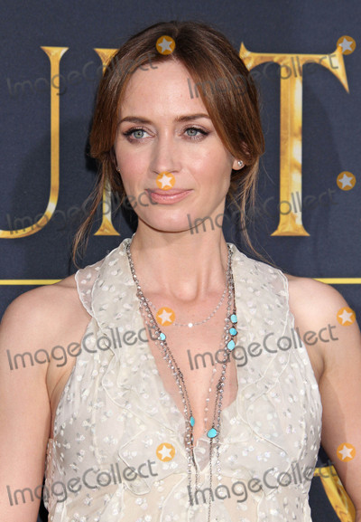 Emily Blunt Photo - Photo by REWestcomstarmaxinccomSTAR MAX2016ALL RIGHTS RESERVEDTelephoneFax (212) 995-119641116Emily Blunt at the premiere of The Huntsman Winters War(Westwood CA)