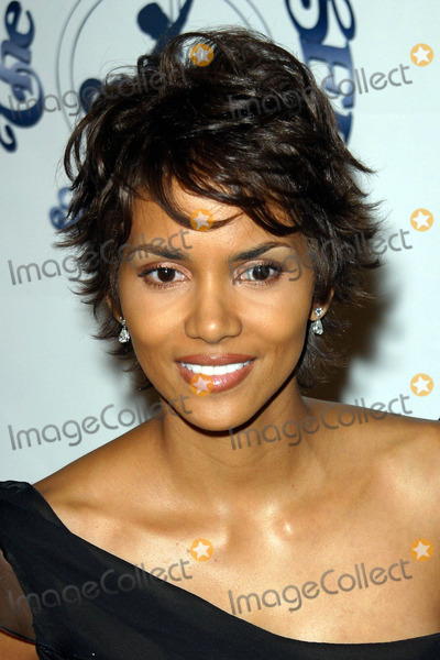 Halle Berry Photo - Photo by Lee RothSTAR MAX Inc - copyright 2002101502Halle Berry at the Carousel of Hope Benefit(CA)