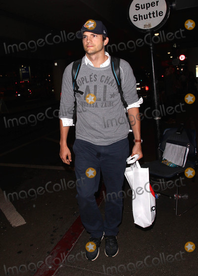 Ashton Kutcher Photo - Photo by MCRFstarmaxinccomSTAR MAX2015ALL RIGHTS RESERVEDTelephoneFax (212) 995-119682715Ashton Kutcher is seen at LAX Airport(Los Angeles CA)