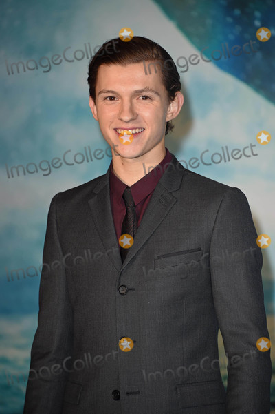 Tom Holland Photo - Photo by KGC-143starmaxinccomSTAR MAXCopyright 2015ALL RIGHTS RESERVEDTelephoneFax (212) 995-119612215Tom Holland at the premiere of In The Heart of The Sea(London England UK)