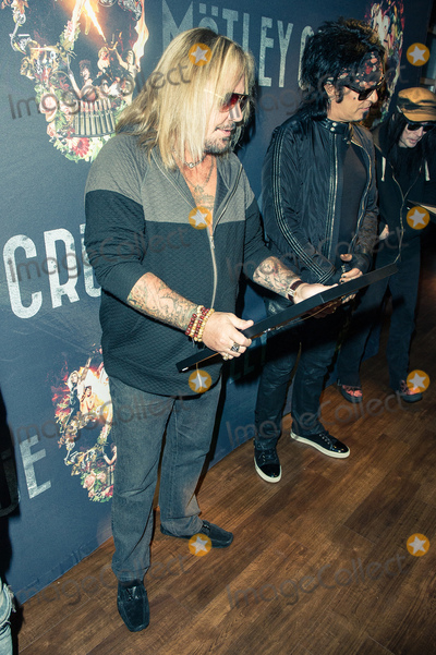 Motley Crue Photo - Photo by KGC-243starmaxinccomSTAR MAXCopyright 2015ALL RIGHTS RESERVEDTelephoneFax (212) 995-119611615EXCLUSIVEVince Neil backstage at the SSE Arena Wembley accepting an award plaque for Motley Crues sold out show(London England UK)ExclusiveUS syndication only