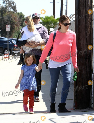 Ben Affleck Photo - Photo by EPARFstarmaxinccom2013ALL RIGHTS RESERVEDTelephoneFax (212) 995-11964613Jennifer Garner and Ben Affleck with their children Violet Anne Affleck and Seraphina Rose Elizabeth out and about(Los Angeles CA)