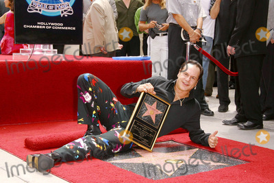 KC and the Sunshine Band Photo - Photo by Lee RothSTAR MAX Inc - copyright 20028202Wayne Casey of KC and the Sunshine Band receives a star on the Hollywood Walk of Fame(CA)