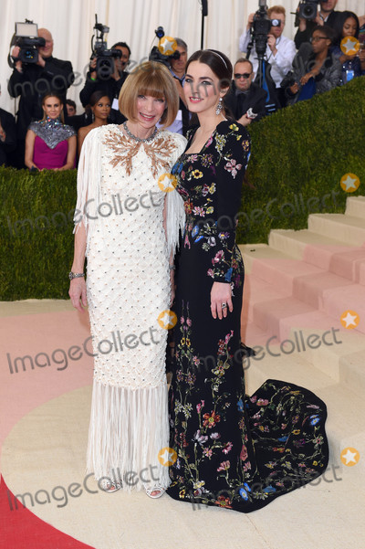 Anna Wintour Photo - Photo by KGC-301starmaxinccomSTAR MAX2016ALL RIGHTS RESERVEDTelephoneFax (212) 995-11965216Anna Wintour and Bee Shaffer at Manus x Machina Fashion In An Age of Technology Costume Institute Gala(Metropolitan Museum of Art NYC)