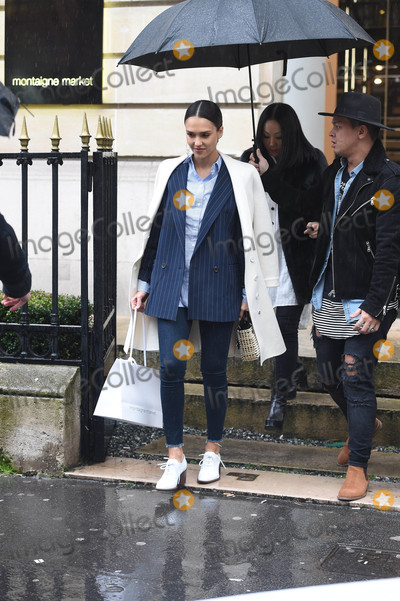 Jessica Alba Photo - Photo by KGC-102-195starmaxinccomSTAR MAX2016ALL RIGHTS RESERVEDTelephoneFax (212) 995-11963416Jessica Alba is seen in Paris France