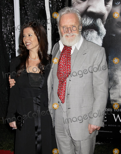 Stella Arroyave Photo - Photo by NPXstarmaxinccom20102910Anthony Hopkins and Stella Arroyave at the premiere of The Wolfman(Hollywood CA)Not for syndication in France