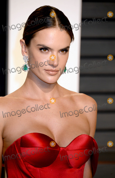 Alessandra Ambrosio Photo - Photo by Dennis Van TinestarmaxinccomSTAR MAX2017ALL RIGHTS RESERVEDTelephoneFax (212) 995-119622617Alessandra Ambrosio at The 2017 Vanity Fair Oscar Party in Beverly Hills CA