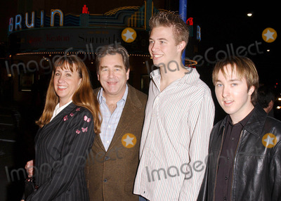 Beau Bridges Photo - Photo by Lee Rothstarmaxinccom200421004Beau Bridges and family at the world premiere of Welcome to Mooseport(Westwood CA)
