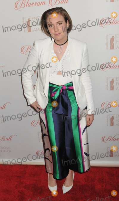 Lena Dunham Photo - Photo by Demis MaryannakisstarmaxinccomSTAR MAX2015ALL RIGHTS RESERVEDTelephoneFax (212) 995-119641916Lena Dunham at The 8th Annual Blossom Ball Benefiting The Endometriosis Foundation Of America(NYC)