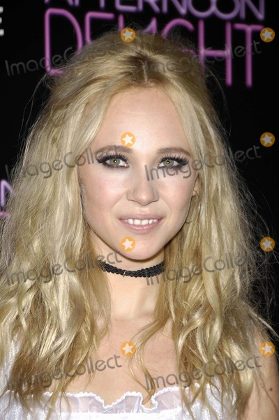 Juno Temple Photo - Photo by Michael Germanastarmaxinccom2013ALL RIGHTS RESERVEDTelephoneFax (212) 995-119681913Juno Temple at the premiere of Afternoon Delight(Hollywood CA)