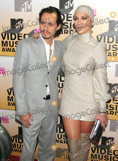 Jennifer Lopez Photo - Photo by Tom Laustarmaxinccom2006ALL RIGHTS RESERVED 83106Jennifer Lopez and Marc Anthony at the 2006 MTV Video Music Awards(Radio City Music Hall NYC)