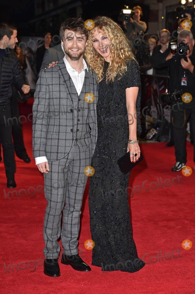 Juno Temple Photo - Photo by KGC-143starmaxinccomSTAR MAX2014ALL RIGHTS RESERVEDTelephoneFax (212) 995-1196102014Daniel Radcliffe and Juno Temple at the premiere of Horns(London England UK)
