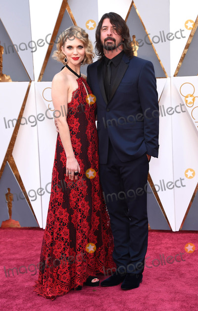 Dave Grohl Photo - Photo by KGC-11starmaxinccomSTAR MAXCopyright 2016ALL RIGHTS RESERVEDTelephoneFax (212) 995-119622816Jordyn Blum and Dave Grohl at the 88th Annual Academy Awards (Oscars)(Hollywood CA USA)