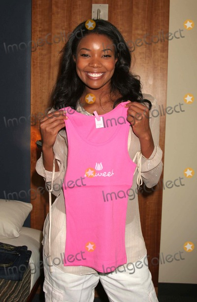 Gabrielle Union Photo - GABRIELLE UNION WITH A BE SWEET DESIGN AT THE BROADCAST SUITE-DAY ONE PRESENTED BY W MAGAZINE  THINK PR TO CELEBRATE TELEVISIONSS NEW FALL SEASON AT LE PARKER MERIDIEN IN NEW YORK CITY ON 05-17-2005  PHOTO BY HENRY McGEEGLOBE PHOTOS INC 2005K43305HMcEXCLUSIVE