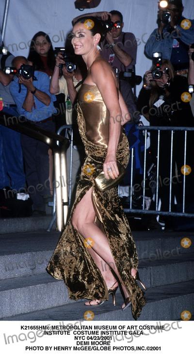 Demi Moore Photo - metropolitan Museum of Art Costume Institute Costume Institute Gala NYC 04232001 Demi Moore Photo by Henry McgeeGlobe Photosinc