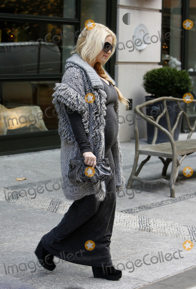 Jessica Simpson Photo - Pregnant actress and singer Jessica Simpson leaves her Soho hotel on November 30 2011 in New York City