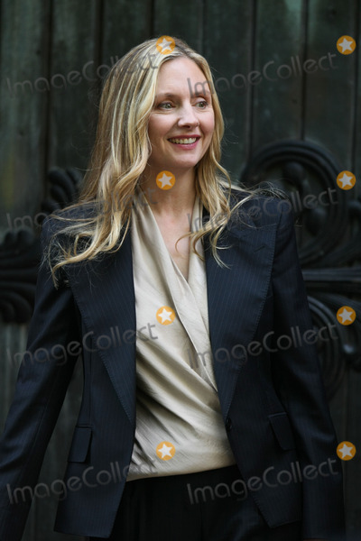 Hope Davis Photo - Hope Davis on the set of the pilot episode of HBOs Spring Fall tv show in the East Village on June 15 2011 in New York City