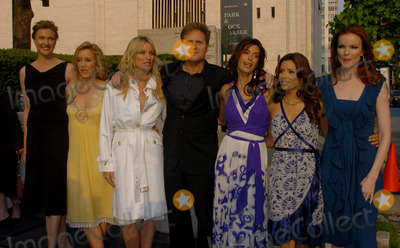 NICOLE SHERIDAN Photo - May 16 2006 New York City    Actors Brenda Strong Felicity Huffman Nicole Sheridan Teri Hatcher Eva Longoria and Marcia Cross arriving at the ABC 2006-2007  Upfronts