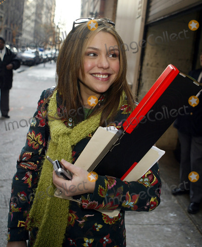 Rachael Ray Photo - NEW YORK DECEMBER 22 2004    Rachael Ray exits The Regis  Kelly Show