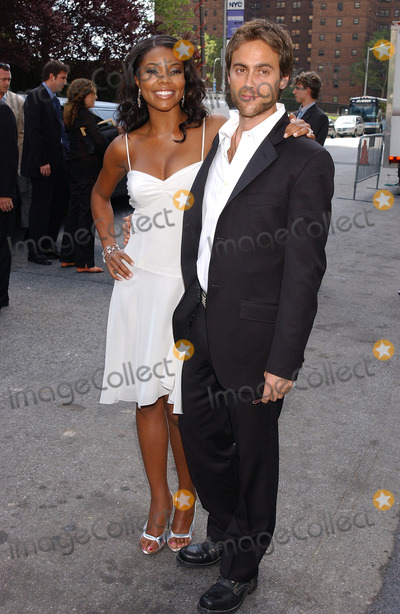 Gabrielle Union Photo - NEW YORK MAY 17 2005    Gabrielle Union and Stuart Townsend at the ABC Upfront Announcements Red Carpet Arrivals held at Avery Fisher Hall in Lincoln Center Plaza