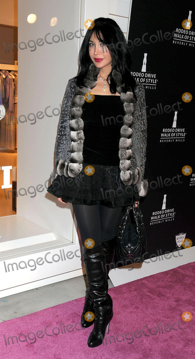 Demet Oger Photo - Demet Oger at the Rodeo Drive Walk Of Style Awards 2011 on October 23 2011in Beverly Hills Los Angeles