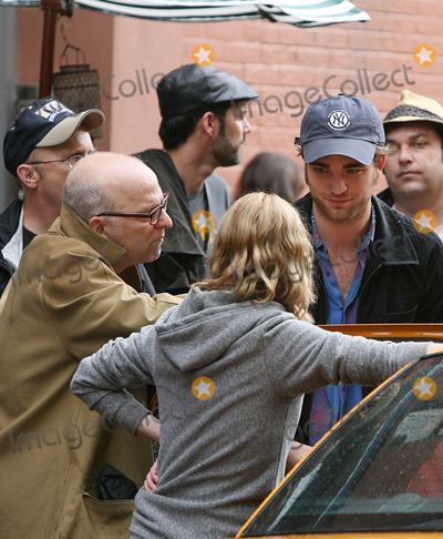 Allen Coulter Photo - Actors Robert Pattinson and Emilie de Ravin and director Allen Coulter on theSoho set of the new movie Remember me on June 24 2009 in New York City