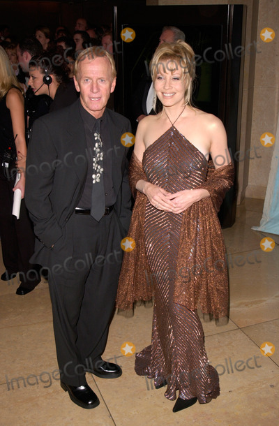 Linda Kozlowski Photo - Actor PAUL HOGAN  actress wife LINDA KOZLOWSKI at the Carousel of Hope Ball 2000 at the Beverly Hilton Hotel28OCT2000   Paul Smith  Featureflash