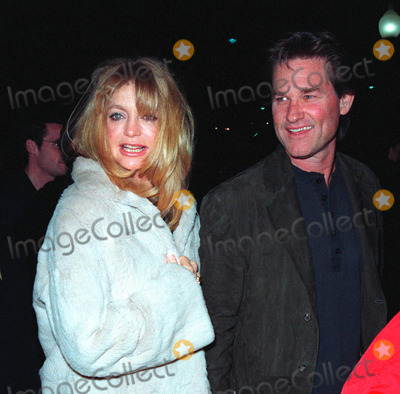 Goldie Photo - 10FEB99  Actress GOLDIE HAWN  actor boyfriend KURT RUSSELL at the premiere of 200 Cigarettes which stars her daughter Kate Hudson Paul SmithFeatureflash