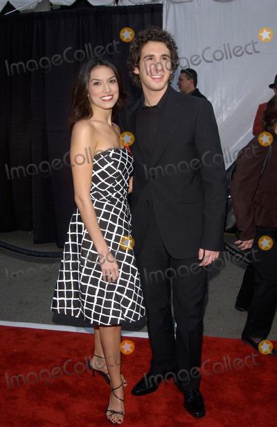 Amanda Avila Photo - Singer JOSH GROBAN  girlfriend AMANDA AVILA at the 30th Annual American Music Awards in Los Angeles13JAN2003   Paul Smith  Featureflash