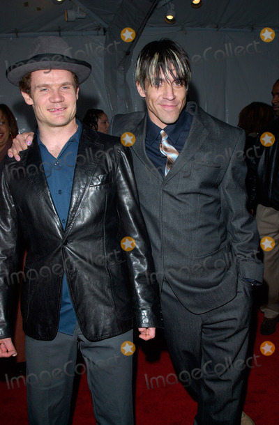 Train Photo - Red Hot Chilli Peppers stars FLEA (left)  ANTHONY KIEDIS at the 15th Annual Soul Train Music Awards in Los Angeles28FEB2001   Paul SmithFeatureflash