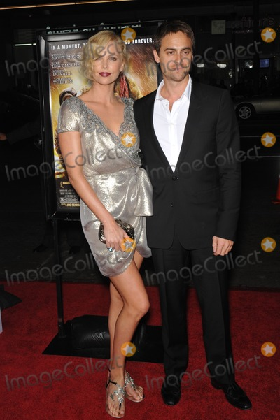 Stuart Townsend Photo - Charlize Theron  husband Stuart Townsend at the AFI Fest gala screening of her new movie The Road at Graumans Chinese Theatre HollywoodNovember 4 2009  Los Angeles CAPicture Paul Smith  Featureflash